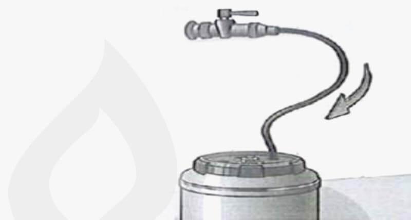 GK71 Überprüfung Schritt 4: Dichtmittel wird in Anlage gepumpt