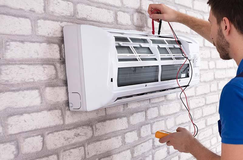 Wartung einer Klimaanlage